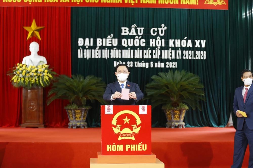 Chủ tịch Quốc hội Vương Đình Huệ đã có mặt tại khu vực bầu cử thuộc điểm bầu cử số 1 huyện An Lão
