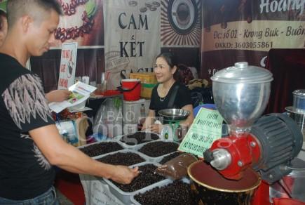 140 doanh nghiep tham gia hoi nghi xuc tien xuat nhap khau nong san tai lao cai