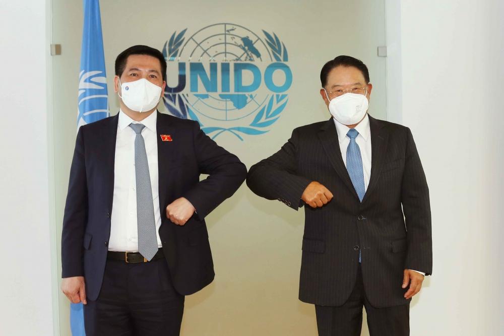 Bộ trưởng Nguyễn Hồng Diên làm việc với Tổng giám đốc UNIDO