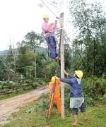Quảng Ngãi: Thôn nghèo sáng điện