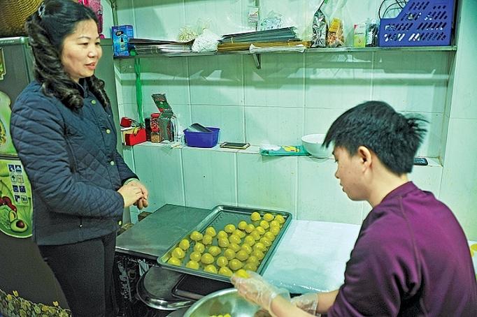 https://congthuong.vn/stores/news_dataimages/thanhhuong/012019/29/14/in_article/banh-com-hang-than-thuong-hieu-duoc-nhan-sac-phong.jpg
