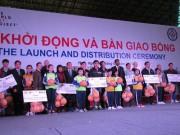 Trao tặng gần 45.000 trái bóng cho các trường học