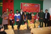 Hội Doanh nhân Trẻ Thừa Thiên Huế tặng quà Tết các xã biên giới