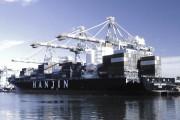 Vận tải biển tiếp tục thua lỗ vì thừa phương tiện