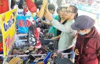 hang viet chinh phuc thi truong