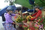 Hà Nội nhộn nhịp thị trường hoa và quà tặng dịp Quốc tế Phụ nữ