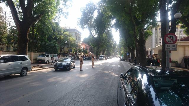 Đường Lê Hồng Phong sáng nay hạn chế phương tiện lưu thông. (Ảnh: Nguyễn Dương)