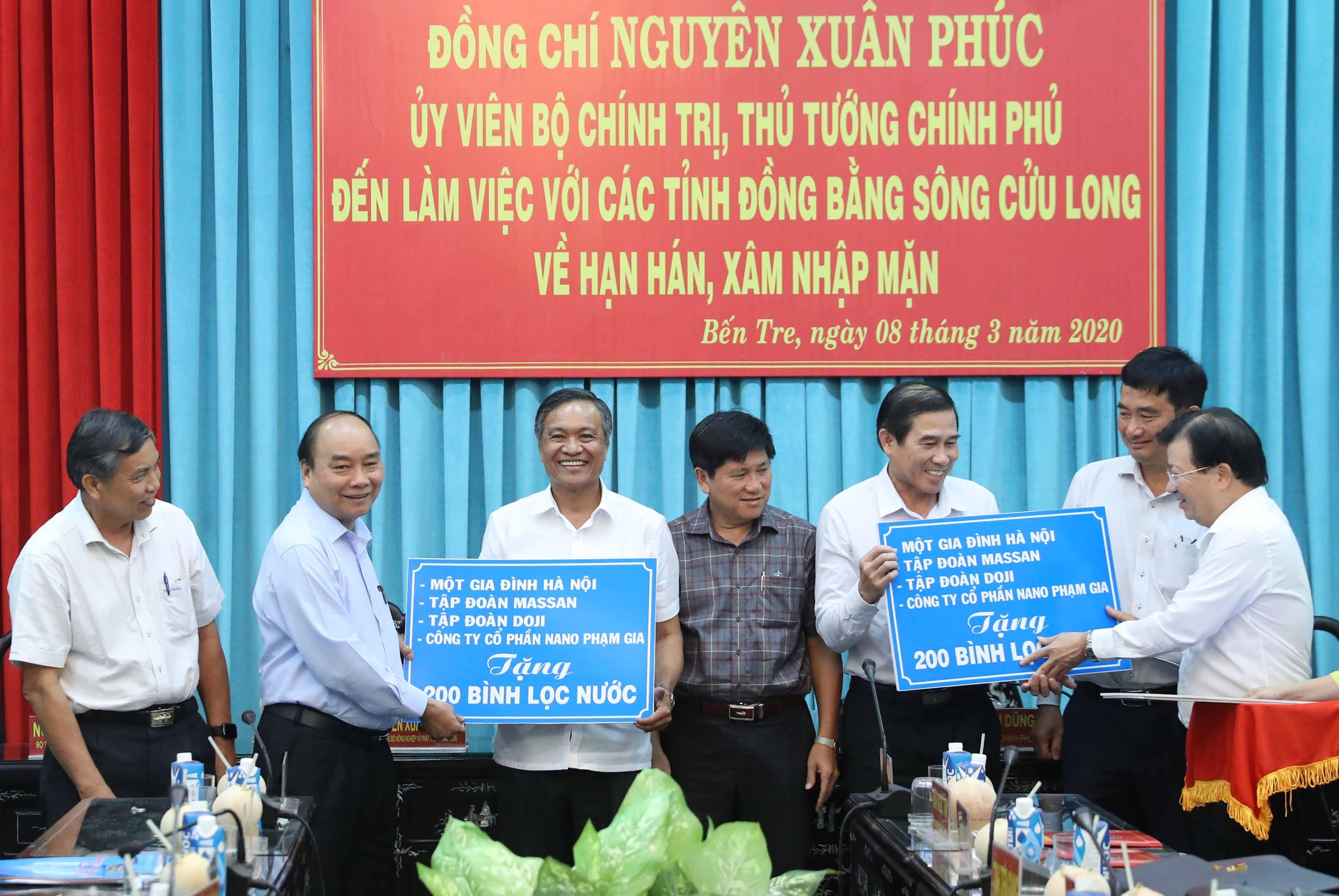 thu tuong vaccine co san cua viet nam la tinh than kien cuong vuot kho