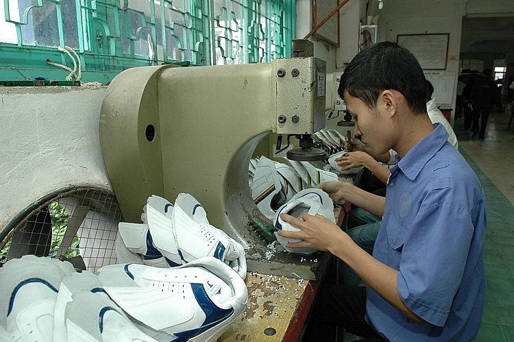 DN da giày trong nước cần vốn đầu tư cho thiết bị, nhà xưởng để đón đơn hàng mới