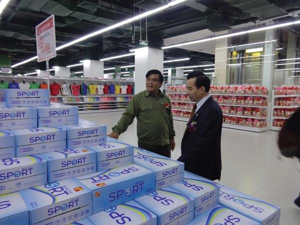 http://baocongthuong.com.vn/stores/news_dataimages/thanhhuong/052015/13/14/chuyen-ong-duong-bia-tro-lai-duong-dua-nuoc-ngot143142437220150513142316.6690470.jpg