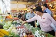 Chợ thí điểm bảo đảm an toàn thực phẩm: Người tiêu dùng tin tưởng