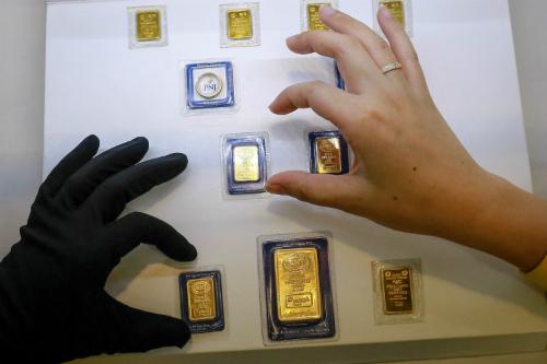 Giao dịch vàng miếng tại PNJ. Ảnh: Thành Nguyễn.