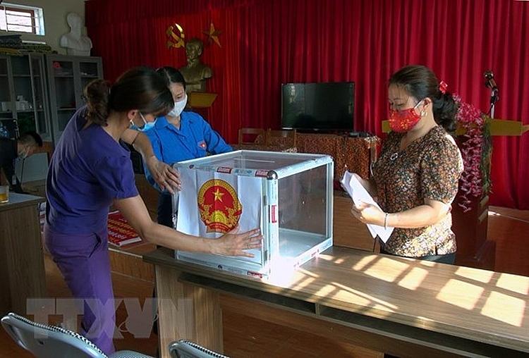 Chuẩn bị hòm phiếu cho ngày bầu cử