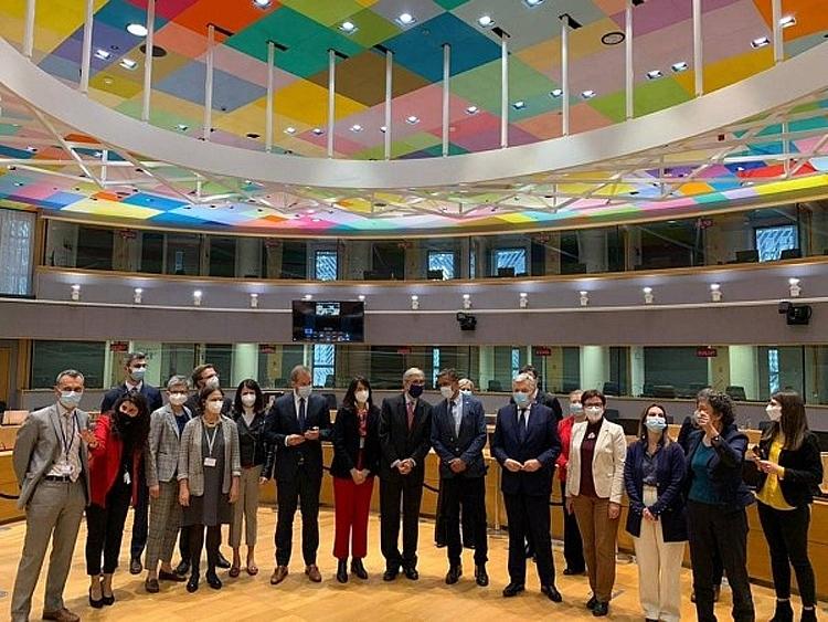 Nghị viện châu Âu phê chuẩn thẻ thông hành Covid trên toàn EU