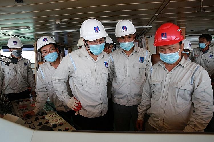 Ban lãnh đạo BSR thăm phòng điều khiển con tàu PVT Mercury