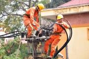 EVNHANOI: Giải pháp an toàn điện mùa mưa, bão