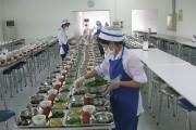 Thực phẩm tại bếp ăn tập thể: Khó bảo đảm an toàn