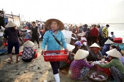 Để chợ hải sản truyền thống Cửa Lò hấp dẫn du khách