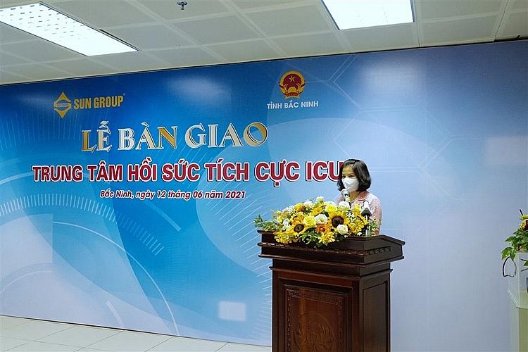 Bà Nguyễn Hương Giang, Phó Bí thư Tỉnh ủy, Chủ tịch UBND Tỉnh Bắc Ninh phát biểu tại sự kiện Sun Group bàn giao Trung tâm ICU cho Bắc Ninh (7)