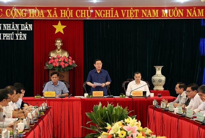 het nam nay 100 nguoi co cong la ho ngheo phai o nha khang trang