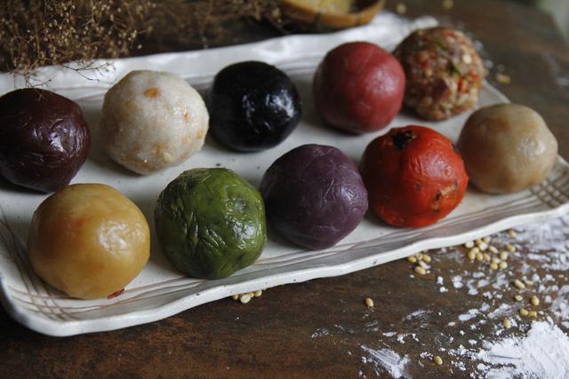 banh trung thu handmade bao hoa dan buon chi dam lam cam chung