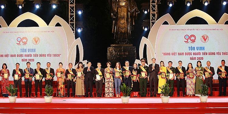 Lễ tôn vinh các sản phẩm, dịch vụ hàng Việt Nam được người tiêu dùng yêu thích năm 2020 tại Quảng trường Tượng đài Lý Thái Tổ, Hà Nội