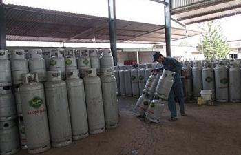 gas tang them 12000 dongbinh