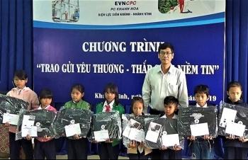 dien luc khanh hoa trao 40 suat qua tet cho dong bao huyen khanh vinh