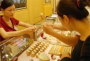 Giá vàng bất ngờ tăng mạnh, chênh lệch lên 4,5 triệu đồng/lượng