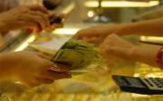 Giá vàng biến động bất thường, tỷ giá giảm nhẹ