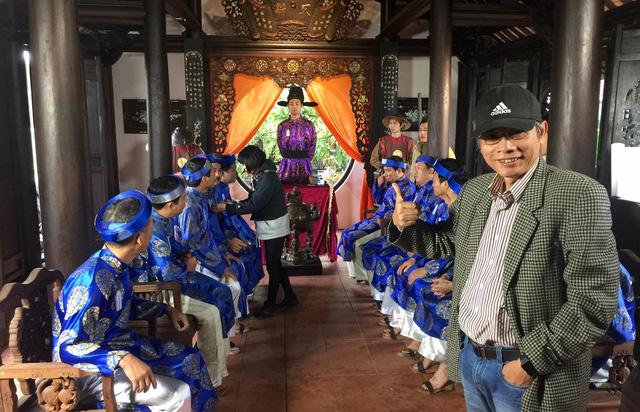 Đạo diễn Phạm Đông Hồng trong một cảnh của hài tết Chôn nhời 4 sắp ra mắt. Ảnh: PĐH.