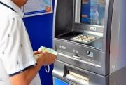 Chi tiền thưởng Tết ngay tại doanh nghiệp để chống nghẽn ATM