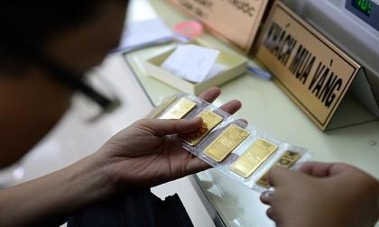 Phiên giao dịch sáng nay 11/12, giá vàng SJC được doanh nghiệp điều chỉnh tăng gần 100.000 đồng/lượng so với chốt phiên tuần trước.