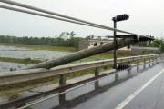 Thiệt hại nặng nề trong bão, EVNCPC khẩn cấp khắc phục thiệt hại hệ thống điện