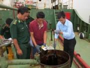 Bắt tàu Dương Đông 18 bơm chuyển dầu trái phép trên biển với số lượng lớn