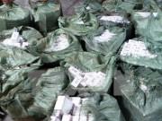 Long An bắt quả tang xe tải chở gần 21 ngàn gói thuốc lá nhập lậu