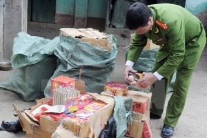 ha tinh bat cac doi tuong van chuyen 100kg phao trai phep