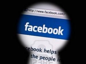 facebook dang dung moi thu doan de theo doi nguoi dung