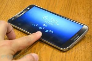 4 mau smartphone man hinh cong doc dao dang ban tai viet nam