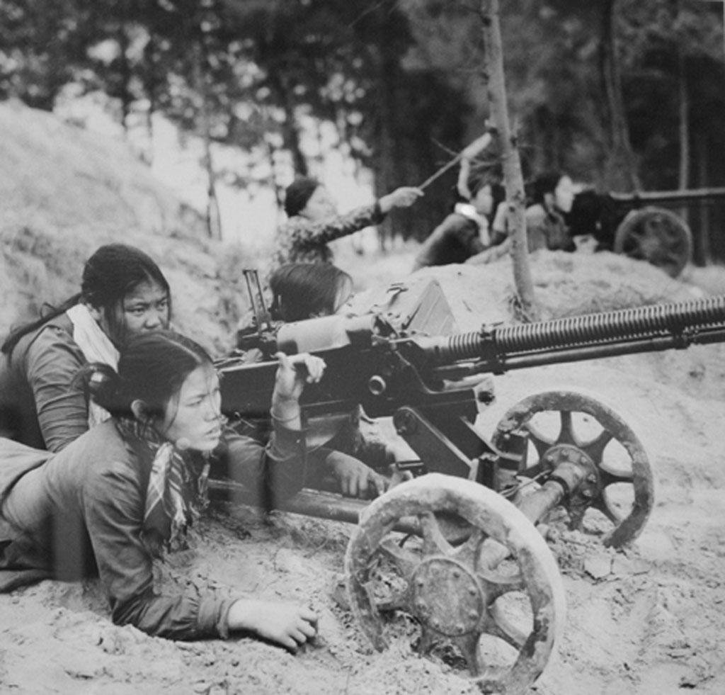 Tỉnh Hà Tĩnh, dân quân bảo vệ tuyến ven biển chụp năm 1967