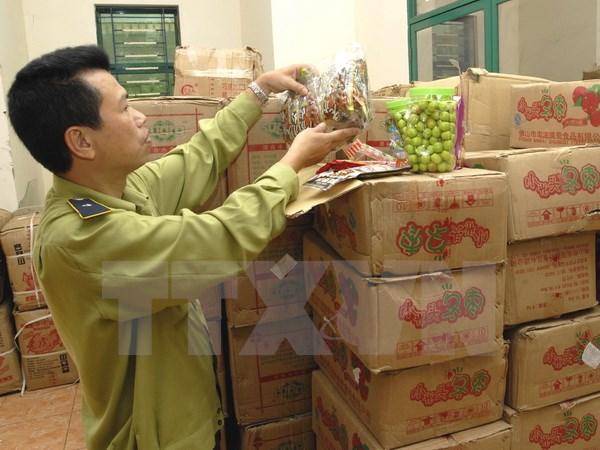 Hà Nội: Thu giữ hơn 1,4 tấn bánh kẹo nhập lậu từ Trung Quốc