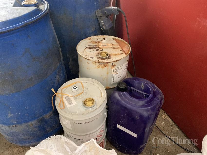 Tiếp tục triệt phá cơ sở sản xuất nước giặt giả mạo nhãn hiệu D-nee, Comfort