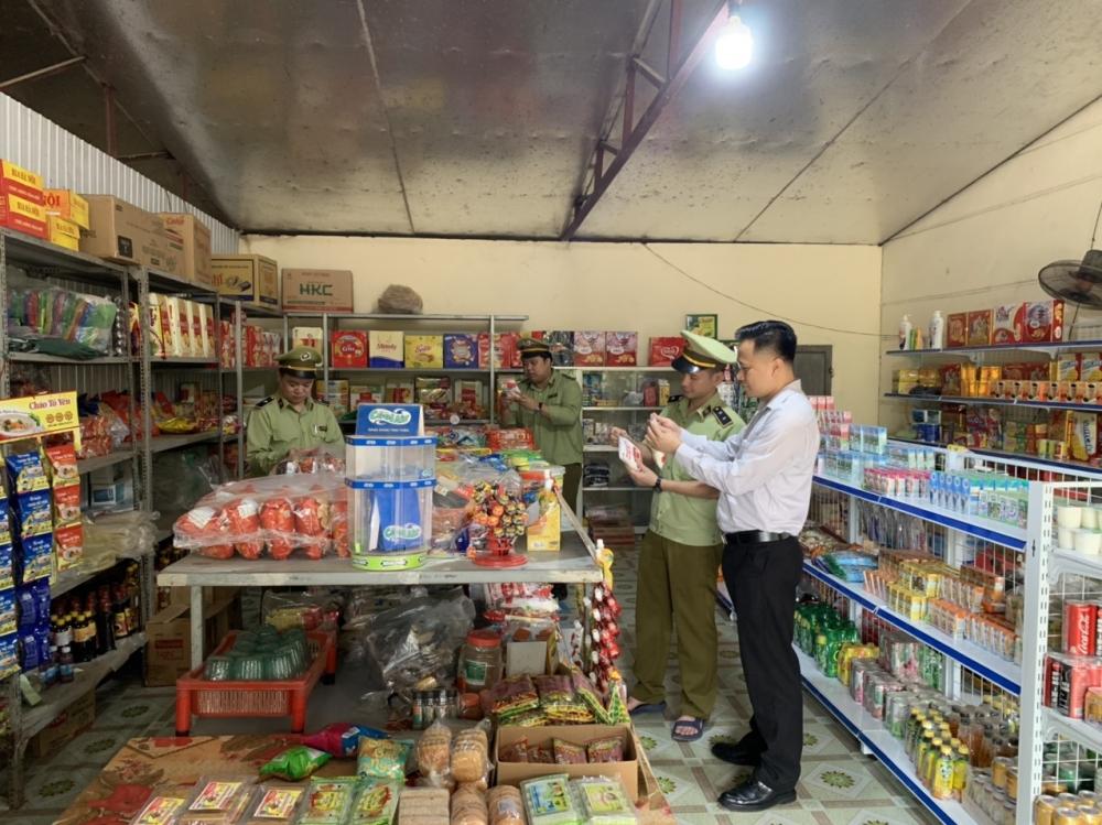Vĩnh Phúc: Phát hiện cửa hàng tạp hóa bán bột ngọt giả mạo nhãn hiệu AJINOMOTO