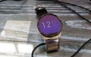 Đồng hồ thông minh 2 màn hình đầu tiên thế giới