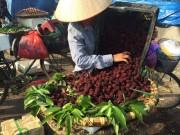 """Thanh mai Trung Quốc tràn về Hà Nội được """"thổi"""" giá ngất trời"""