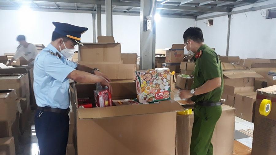 Triệt phá kho đồ chơi Trung thu lớn nhất từ trước đến nay tại Nam Định