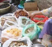 Mù mờ chất lượng thực phẩm khô ngày tết