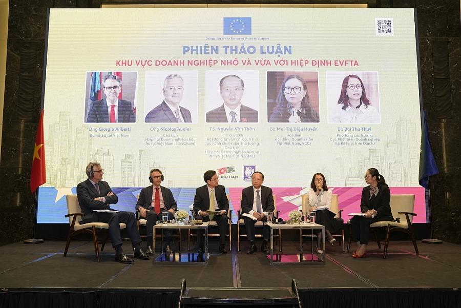 Tại phiên thảo luận, các diễn giả đã bàn luận sâu về các thách thức mà DNNVV phải đối mặt khi tham gia EVFTA