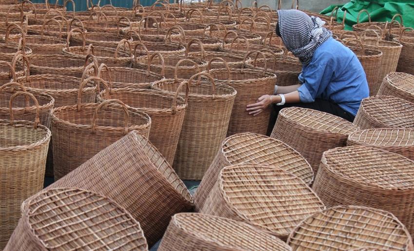Sản phẩm được làm từ cỏ tế (guột) ở Phú Túc được thị trường nước ngoài ưa chuộng