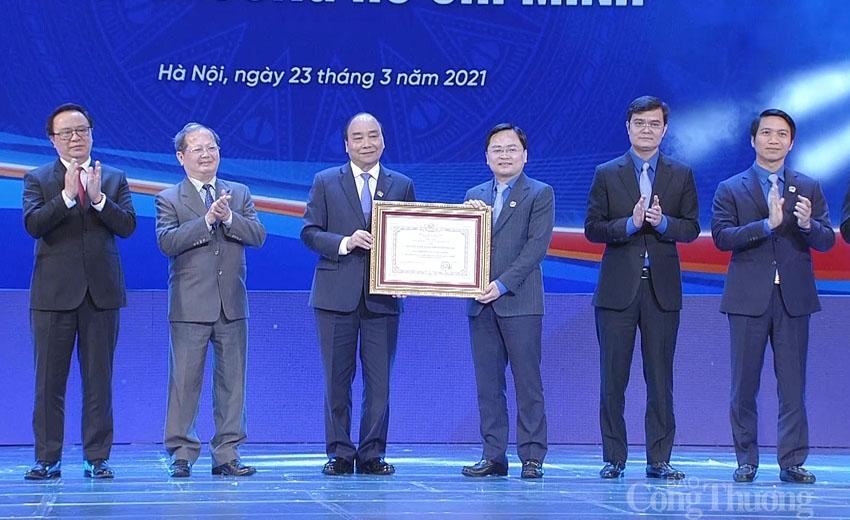 Thủ tướng Chính phủ Nguyễn Xuân Phúc trao Huân chương Hồ Chí Minh cho Đoàn TNCS Hồ Chí Minh